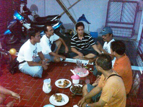 Om Rangga dan teman-teman KM di rumah Om Yulianto Solo Baru