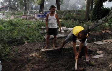 Bongkar makam untuk pembangunan Pasar Depok