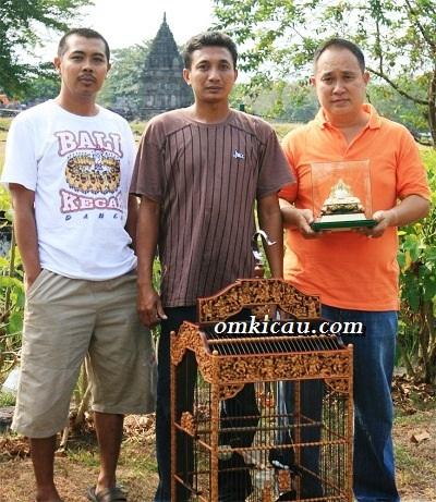 Bambang Honda bersama Hipnotis & Trophy Mahkota Raja