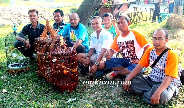 Sigit WMP bersama teman-teman dan Raden Mas
