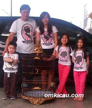 Herjohan dan Keluarga bersama HAPPY BIRTHDAY