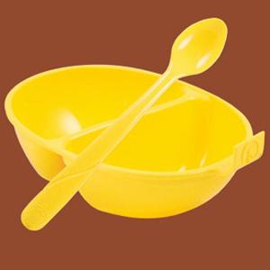 Gunakan sendok kecil untuk handfeeding lovebird