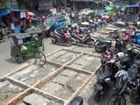 Kesemerawutan di Pasar Kebon Kembang
