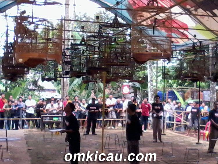 Suasana di Lomba Burung Minggu Wage Pageraji Purwokerto