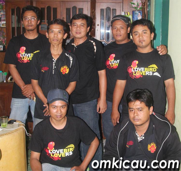 SEBAGIAN PERSONEL KLI: INGIN BERBAGI DENGAN PARA PENGGEMAR LOVEBIRD DI SELURUH INDONESIA.