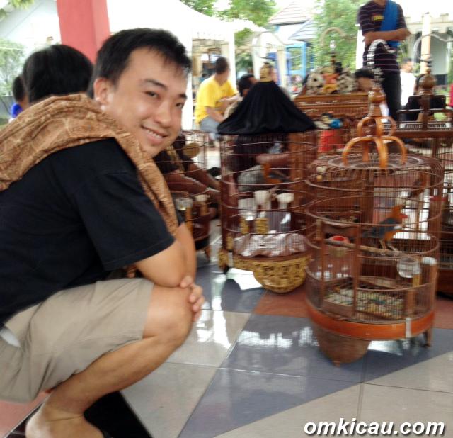 Aaron Teoh sedang mengecas anis merah di KMYK Jogja, Sabtu (23/2).