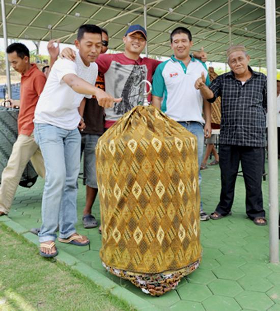MURAI BATU PLAY BOY MILIK HENDRIK MENCETAK HATTRICK DI LAMPUNG EXHIBITION.