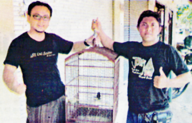 Yogi dan Yanwi bersama kacer Suara Sakti ( Foto : Tabloid Agrobur )
