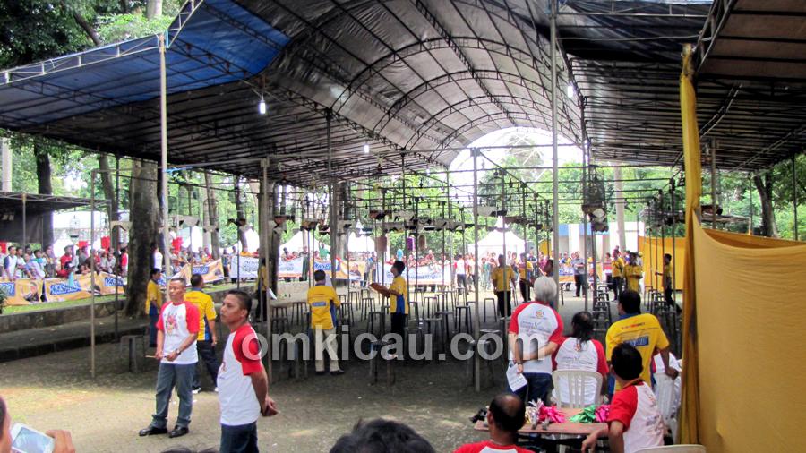 Suasana lomba Achilles Champion Bird Cup di TMII Jakarta, Minggu (14/4).