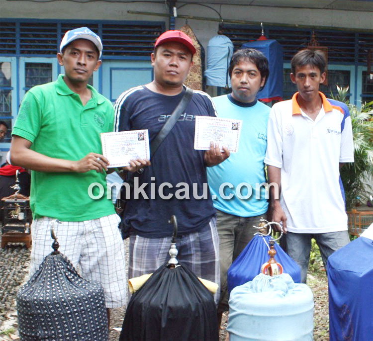 D'pri (paling kiri): Anis merah Ola Ramlan memang oye.