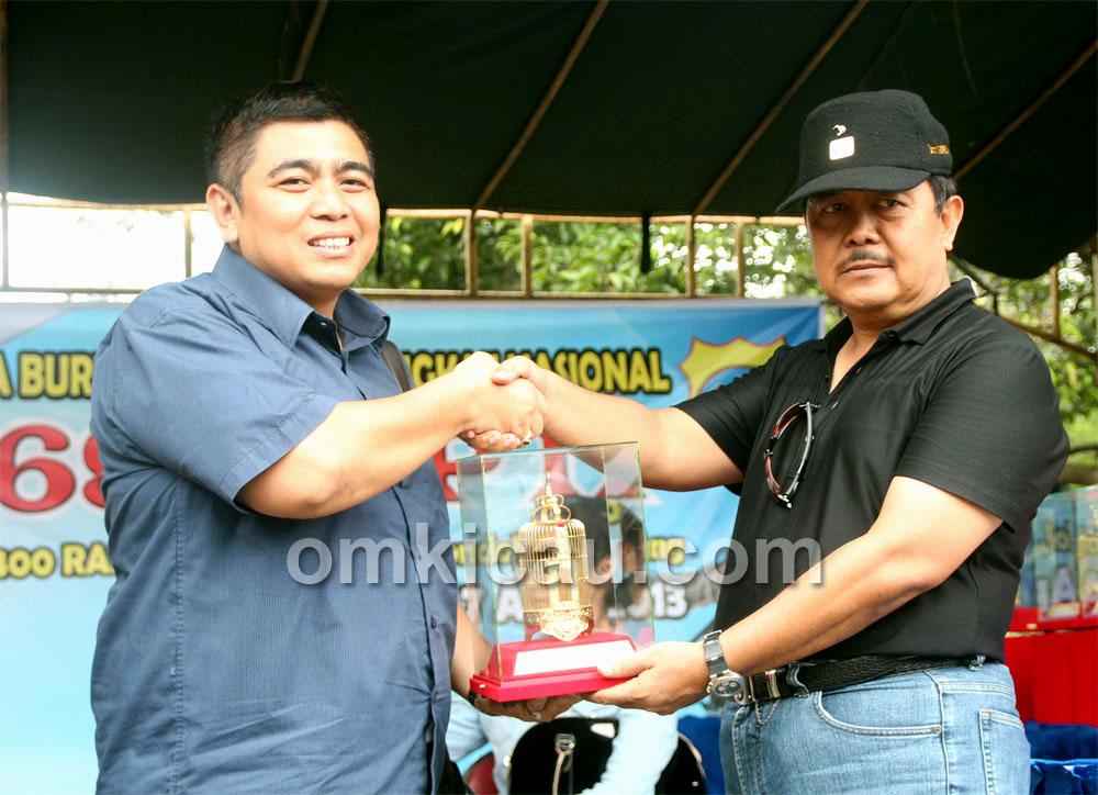 Mr Bagya juara di kelas anis kembang.