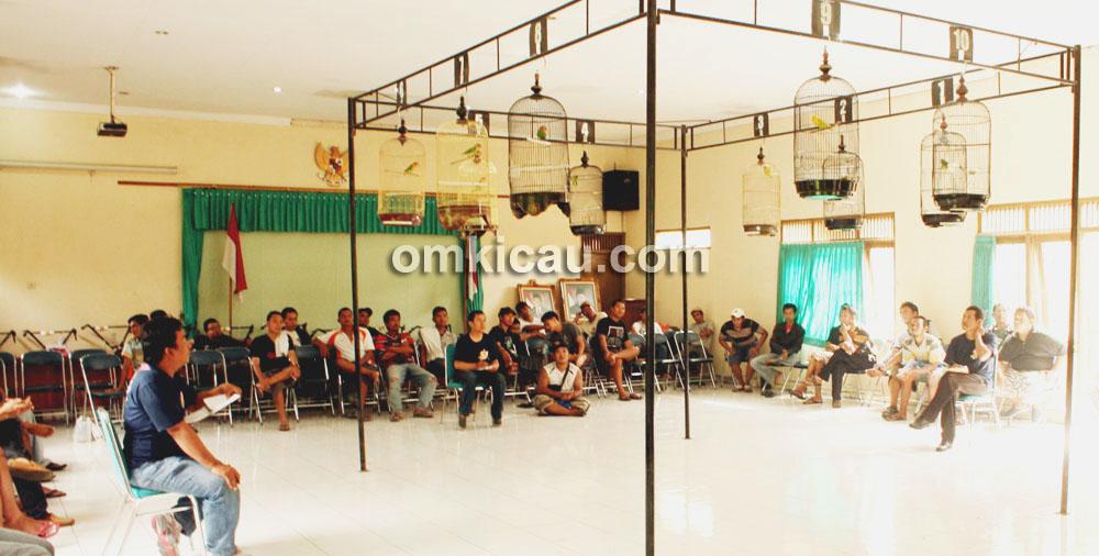 Suasana lomba indoor, khas Papburi Klaten.