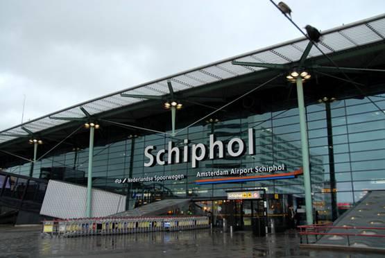Bandara Schiphol di Amsterdam