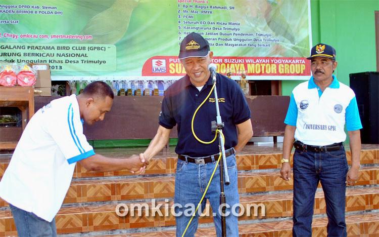Bupati Sleman Sri Purnomo usai membuka Lomba Burung HUT GPBC Sleman, Minggu (5/5).
