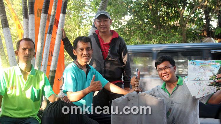 Danang, Yoyon, dan kru Pak Kanjeng.