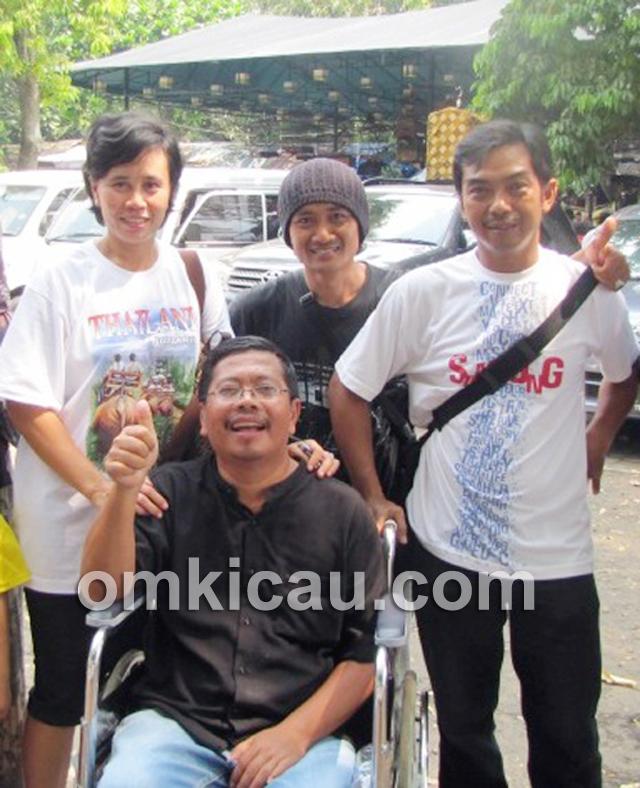 Om Helmy didampingi istri tercinta ke even Rajawali S3 BC di BSD Tangerang, Minggu (5/5).