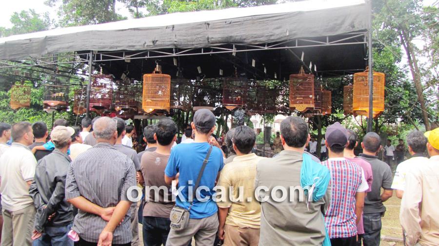 Kemasan perdana PBI Bogor dipadati peserta.