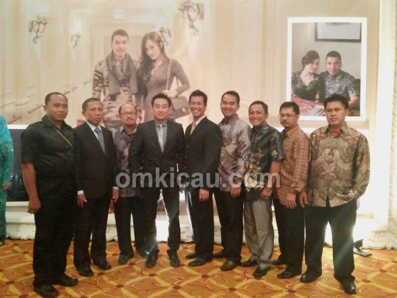 Sebagian rekan kicaumania hadir dalam resepsi di Hotel JW Marriot Medan, Minggu (5/5).