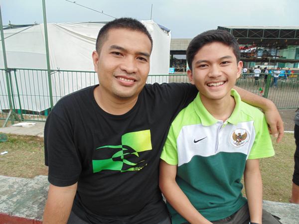 Drs Kusnadi dan kenari Hanoman