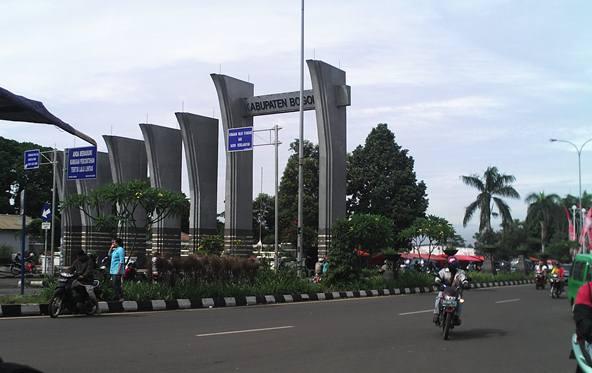 Pintu gerbang ke Jl Raya Pemda Cibinong