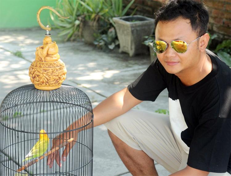 Puguh dan lovebird Liontin