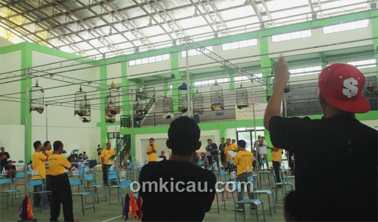 Lomba Burung Indoor KMGK