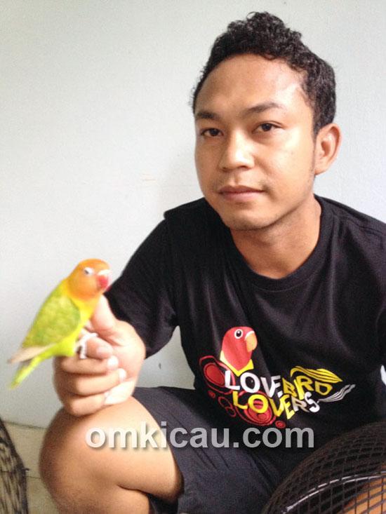 Wahyu WS dan lovebird Barong