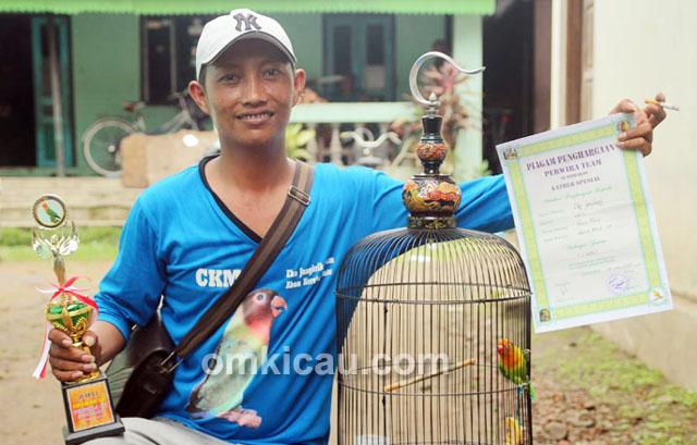 Eko Jangkrik dan lovebird Dewa Dewi