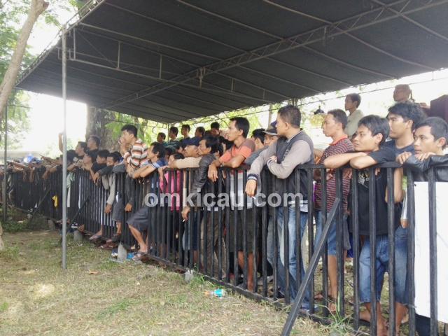 IKPBS - penonton berjubel