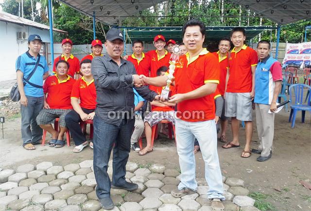 Pakdo serahkan hadiah juara umum BC, diwaliki Axl