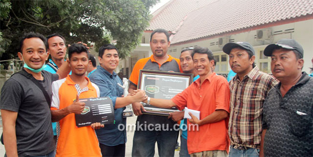 Kru Mr Fajar Bali Peace