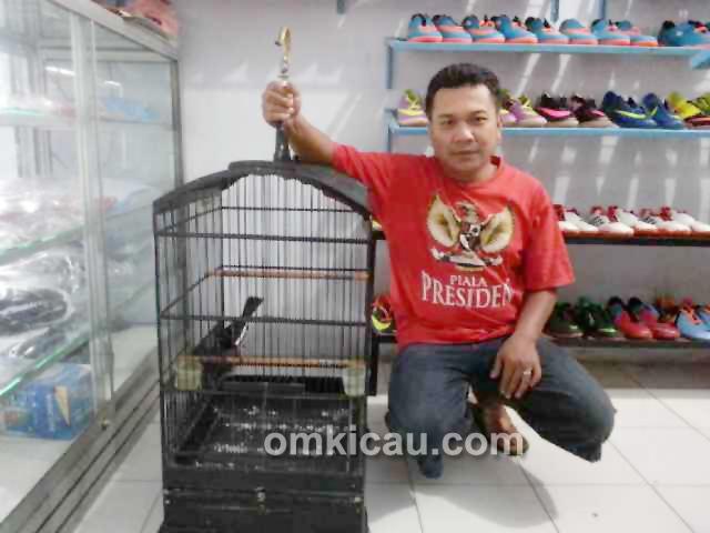 Nonet di outlet sepatu Jalan Sawo Magetan
