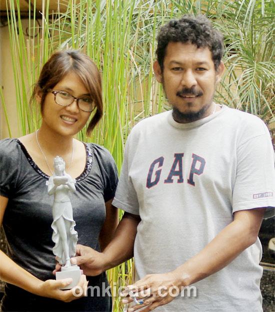 Hervi Papua dan istri