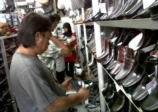 Kerajinan sepatu di Magetan
