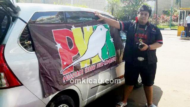 Fahmi dan mobil berspanduk PKII