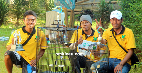 Hendra Patemon dan lovebird Nunung