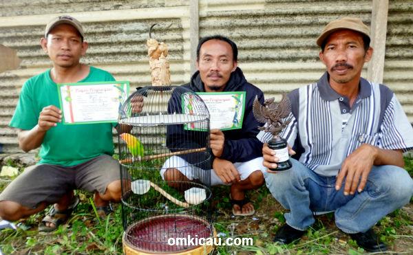 Mr Ahmadi dan lovebird Salepok