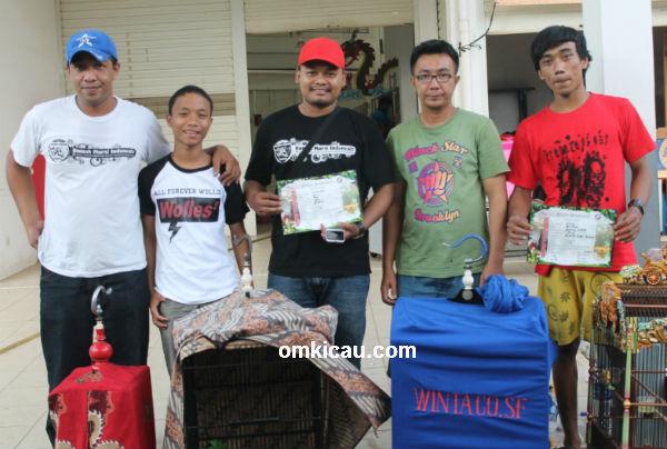 Om Ary (kiri) sukses mengawal Bagong dan Pedro