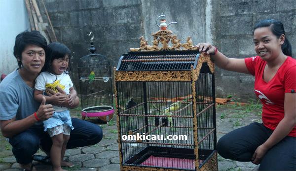 Om Dobleh bersama anak dan istri