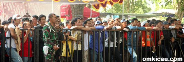 Penonton tertib di Piala Raja 2014