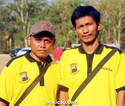Mr Boby (kiri) dan Om Itok LB Shop