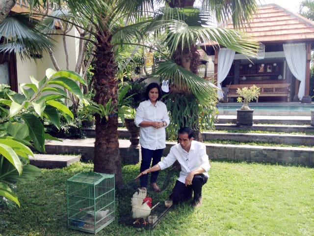 Jokowi dan Iriana hobi burung