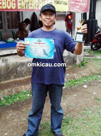 juara 1 kelas lovebird cidebog H Hamim