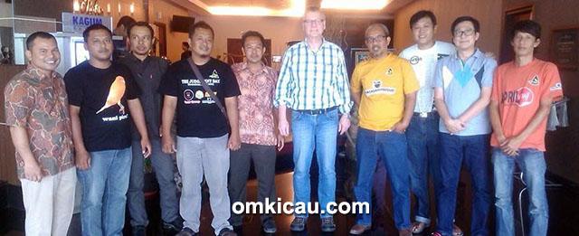 Mr Gunter dan pengurus Papburi Klaten
