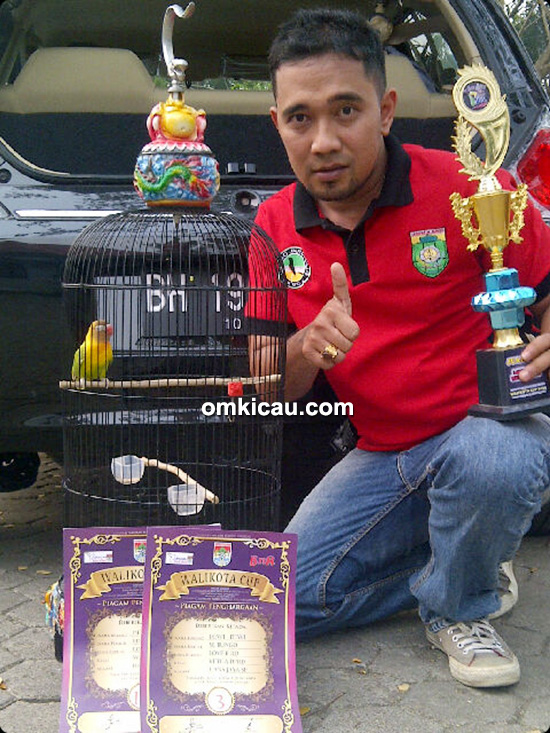 Edo JBI dan lovebird Dewi-dewi