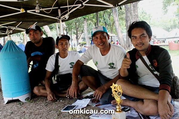 Foto Lomba RMI Cup Om Yondhit (2 dari kanan) Sukses Dewi Sansan di Lovebird-3