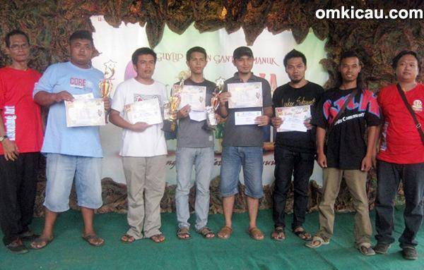 Para pemenang di Kelas Kacer
