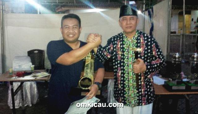 Om Gustiawan (kiri) bersama Sultan Muda Banten