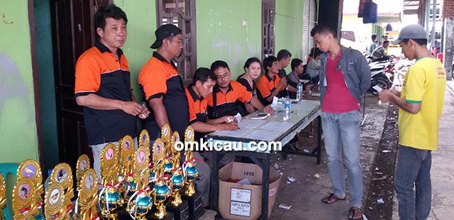 Panitia Pantura BC Tanjung sedang mendata peserta