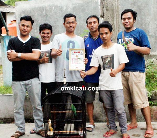 Foto Latber U2 Enterprise Om Agus Belo (tenga) Sukses Orbitkan Jawara Cucak Hijau-1